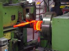 Горячая навивка для изготовления пружины любого шага: винтовая пружина, волнистая пружина, торсионная пружина