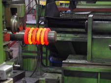 Производители пружин применяют как метод холодной навивки, так и горячей